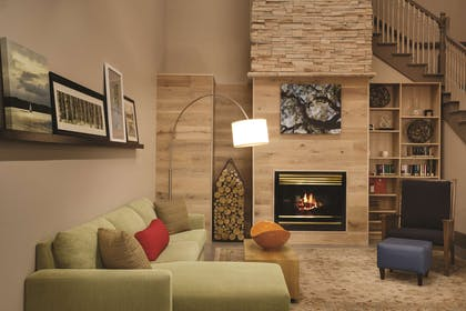 Living Room with Fireplace | Country Inn & Suites by Radisson, Chattanooga-Lookout Mountain