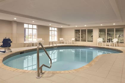 Pool | Country Inn & Suites by Radisson, Chattanooga-Lookout Mountain