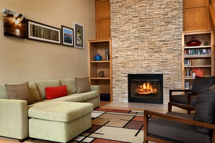 Lobby Living Room with Fireplace | Country Inn & Suites by Radisson, Lexington, VA