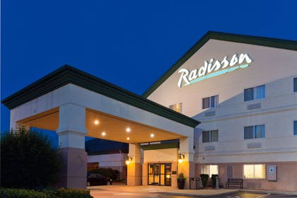 Exterior | Radisson Hotel and Conference Center Rockford