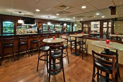 Bar Lounge | Radisson Hotel and Conference Center Rockford