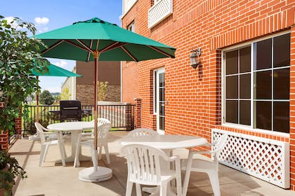 Patio | Country Inn & Suites by Radisson, Conway, AR