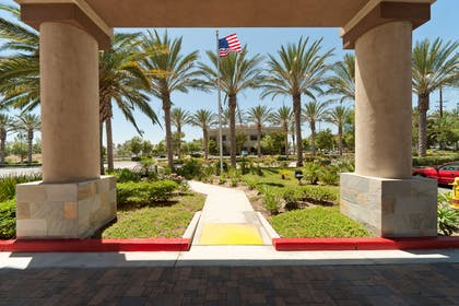 Entrance | Country Inn & Suites by Radisson, Ontario at Ontario Mills, CA