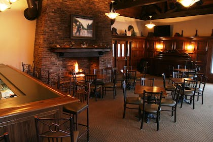 High Timber Lounge | Country Inn & Suites by Radisson, Chanhassen, MN