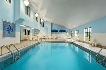 Pool | Country Inn & Suites by Radisson, Fargo, ND