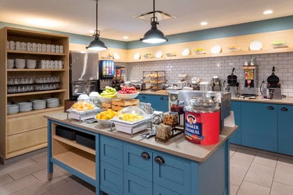 Breakfast Area | Country Inn & Suites by Radisson, Fargo, ND
