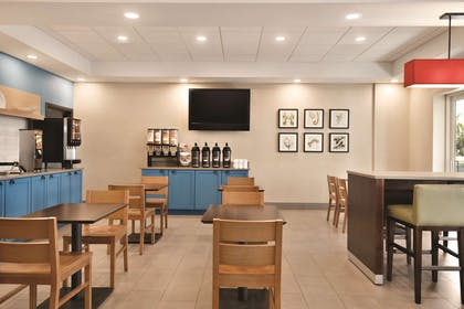 Breakfast Area | Country Inn & Suites by Radisson, Bradenton-Lakewood Ranch, FL