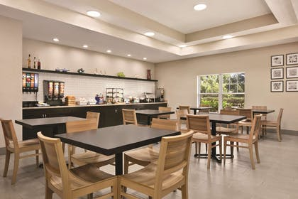 Hotel Dining Area | Country Inn & Suites by Radisson, Tampa/Brandon, FL