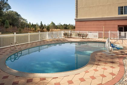 Pool   Country Inn & Suites by Radisson, Crestview, FL
