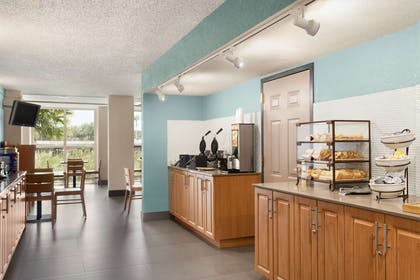 Breakfast Room | Country Inn & Suites by Radisson, Miami (Kendall), FL