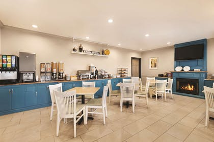 Breakfast Area   Country Inn & Suites by Radisson, Tampa Airport North, FL