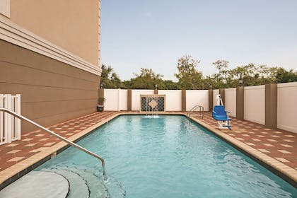 Pool   Country Inn & Suites by Radisson, Tampa Airport North, FL