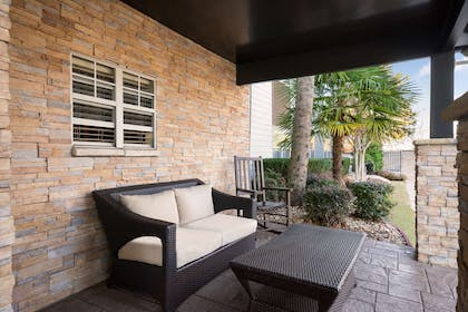 Front Porch | Country Inn & Suites by Radisson, Atlanta I-75 South, GA