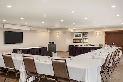 Meeting Room | Country Inn & Suites by Radisson, Ames, IA