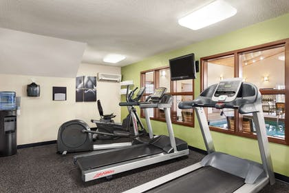 Fitness Center | Country Inn & Suites by Radisson, Ames, IA