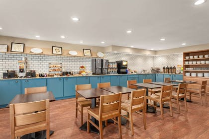 Breakfast Room | Country Inn & Suites by Radisson, Ames, IA