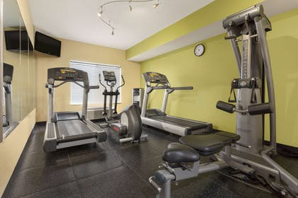 Fitness Center   Country Inn & Suites by Radisson, Omaha Airport, IA