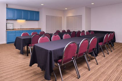 Meeting Room   Country Inn & Suites by Radisson, Omaha Airport, IA