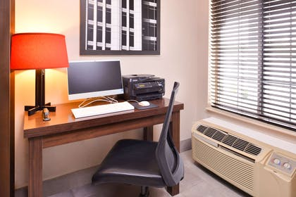 Business Center   Country Inn & Suites by Radisson, Omaha Airport, IA