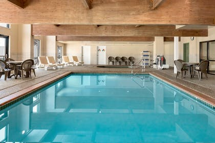 Pool   Country Inn & Suites by Radisson, Council Bluffs, IA