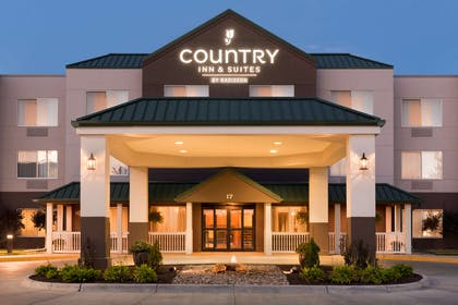 Exterior   Country Inn & Suites by Radisson, Council Bluffs, IA