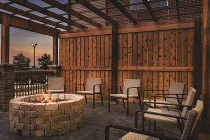Fire Pit | Country Inn & Suites by Radisson, Coralville, IA