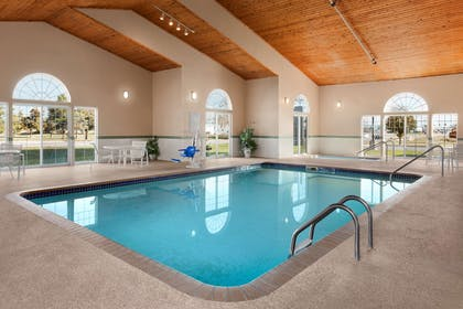 Pool | Country Inn & Suites by Radisson, Fort Dodge, IA