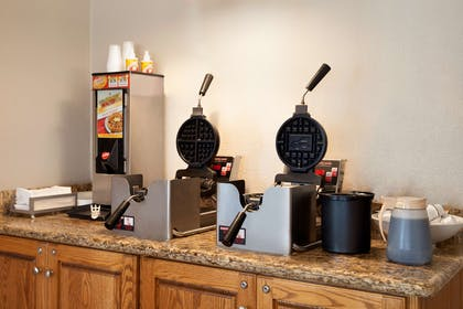 Breakfast Room | Country Inn & Suites by Radisson, Fort Dodge, IA