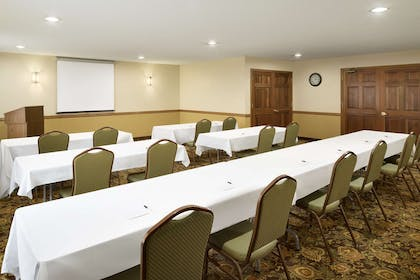 Meeting Room   Country Inn & Suites by Radisson, Grinnell, IA