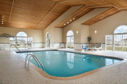 Pool   Country Inn & Suites by Radisson, Grinnell, IA