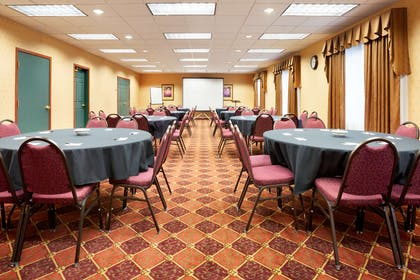 Meeting Room   Country Inn & Suites by Radisson, Northwood, IA