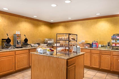 Breakfast Room | Country Inn & Suites by Radisson, Sycamore, IL
