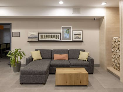 Sitting Area Lobby | Country Inn & Suites by Radisson, Tinley Park, IL