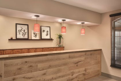 Front Desk   Country Inn & Suites by Radisson, Valparaiso, IN