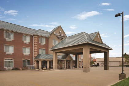 Exterior   Country Inn & Suites by Radisson, Valparaiso, IN