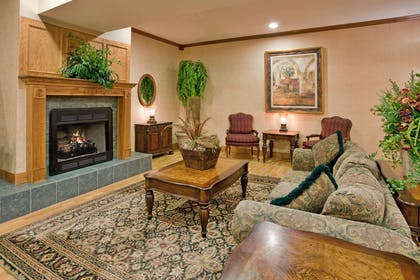 Lobby | Country Inn & Suites by Radisson, Somerset, KY