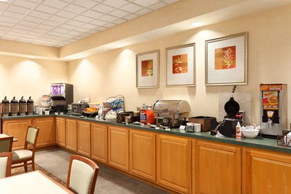 Breakfast Room | Country Inn & Suites by Radisson, Bel Air/Aberdeen, MD