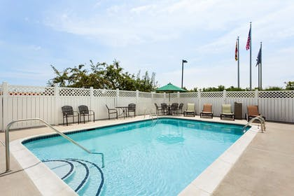 Pool | Country Inn & Suites by Radisson, Bel Air/Aberdeen, MD