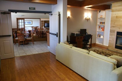 Lobby and Breakfast | Country Inn & Suites by Radisson, Lansing, MI