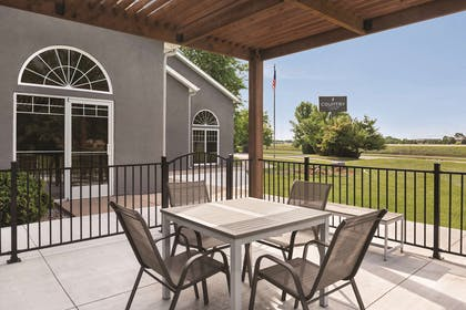 Outdoor Seating | Country Inn & Suites by Radisson, Cottage Grove, MN