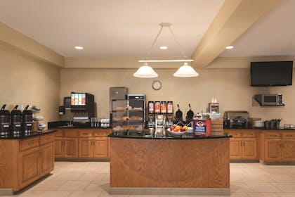 Breakfast Room   Country Inn & Suites by Radisson, Mankato Hotel and Conference Center,