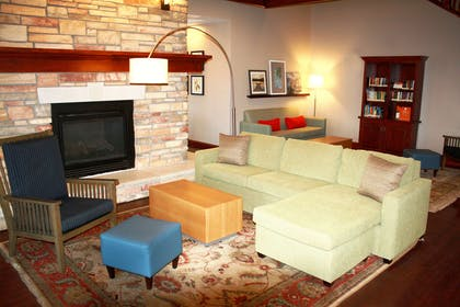 Lobby   Country Inn & Suites by Radisson, Red Wing, MN