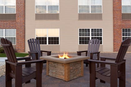Outdoor Firepit | Country Inn & Suites by Radisson, Rochester South, MN