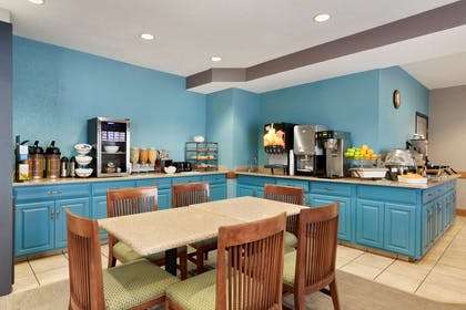 Breakfast Room | Country Inn & Suites by Radisson, Minneapolis/Shakopee, MN