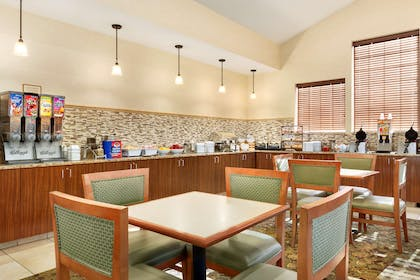 Breakfast Area   Country Inn & Suites by Radisson, Woodbury, MN