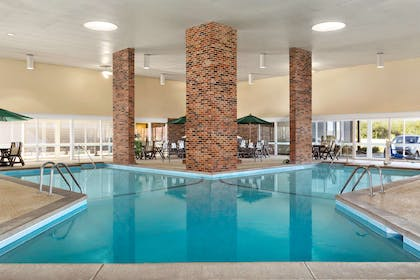 Pool   Country Inn & Suites by Radisson, Woodbury, MN