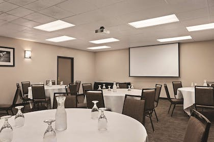 Meeting Room   Country Inn & Suites by Radisson, Woodbury, MN