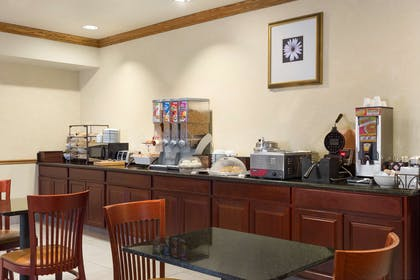 Breakfast Room | Country Inn & Suites by Radisson, Columbia, MO