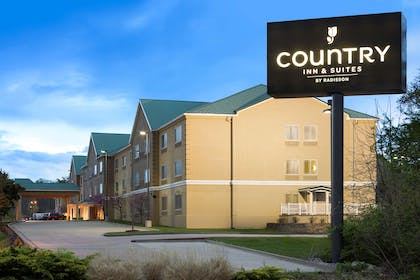 Hotel Exterior | Country Inn & Suites by Radisson, Columbia, MO