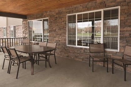 Outdoor Seating Area | Country Inn & Suites by Radisson, Billings, MT